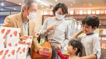 *【お土産処(一例)】栃木のお土産がそろうお土産処では、旅の思い出をお買い求めください♪