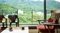 *【客室(一例)】鬼怒川温泉を眺めて、ゆっくりとしたお部屋での滞在を。