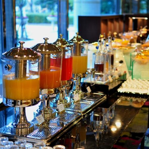 ≪最強の朝食≫豊富な種類を取り揃えたジュースコーナー