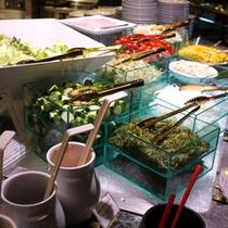 ≪最強の朝食≫鮮度抜群の素材が並ぶサラダコーナー