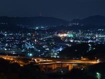 ★客室廊下から見た児島市街地夜景。