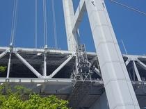 ★真下から見上げる瀬戸大橋はまさに大迫力です。