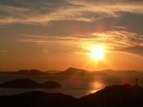 ★1階・ロビーテラスから見た夕陽。