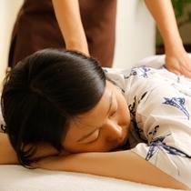 日頃受けるストレスによって緊張した精神を緩めることにより、体も緩めます。