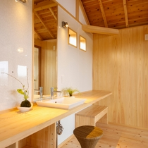 新貸切風呂『東雲』白を基調とした壁は清潔感ある優しい雰囲気。