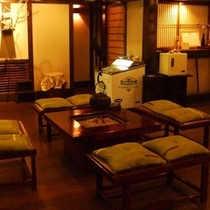 ■ロビー:囲炉裏を囲むひと時は、古き良き日本の文化ですよね