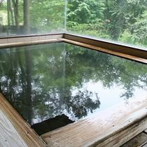 ■貸切風呂:奥飛騨の自然が映る内風呂でひとときを・・・