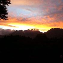 夏・夕立のあとの美しい夕焼けと雲海