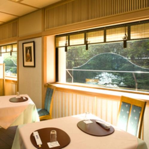 ≪花いちもんめ≫窓一面に広がる丹波の自然を眺めながら、お食事を。
