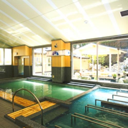 ≪大浴場≫お庭を眺めながら、温泉+ジャグジーで日々の疲れをリフレッシュ。