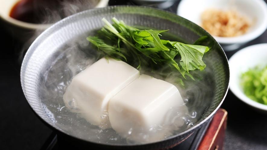 ほっこりと温まる湯豆腐/例