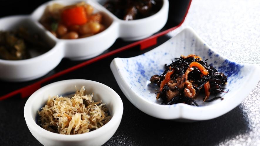 京都の朝食にはちりめん山椒/例