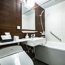 ★白を基調とした清潔なバスルーム