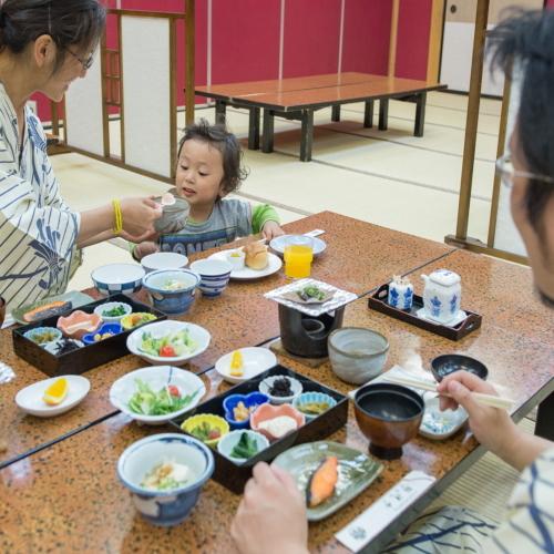 家族で朝食