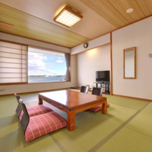 *【ロードス棟・和室一例】湖に面した眺望の良い和室です。ご家族やグループでゆったりとお寛ぎください。