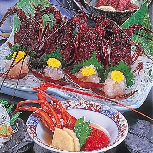 お料理一例。伊勢海老のお造りと具足煮。