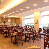 朝食会場、ホテル1階の「ルベール店内」
