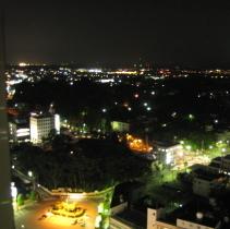 山側の部屋から見る夜景☆高速道路の灯りが綺麗です♪