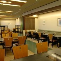 2階レストラン「みやび」の客席