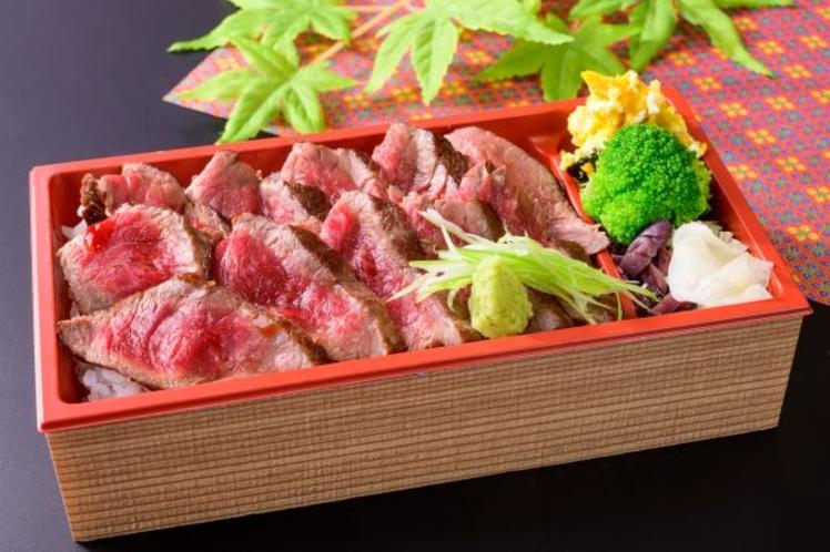 松阪牛レアステーキ弁当  2200円  三重のブランド牛をこの機会に是非ご賞味ください♪