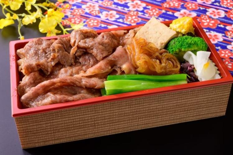 特選すき焼き重弁当 1870円  食欲をそそるすき焼きをお弁当でもお楽しみいただけます。