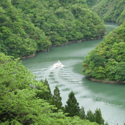 庄川峡遊覧船(春夏)