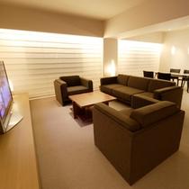 ≪ROYAL SUITE ROOM≫贅沢な広さのリビングの他にキッチンもございます。