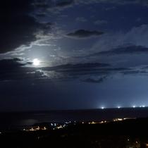 【内浦湾】空まで照らす烏賊釣り漁船の漁火