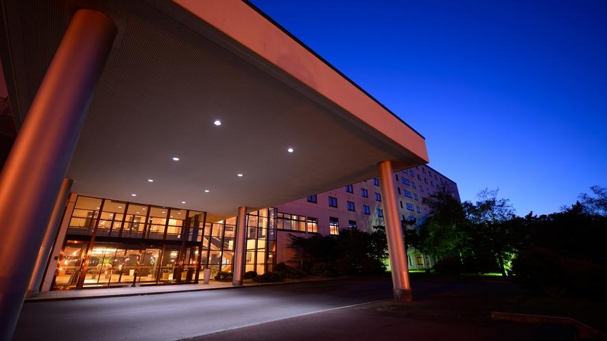 【ホテル外観】夜景