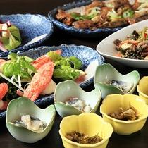 【夕食】彩り豊かな前菜やサラダ