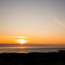 【景観】内浦湾に朝日がのぼる