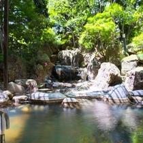 【露天風呂】庭園風岩風呂