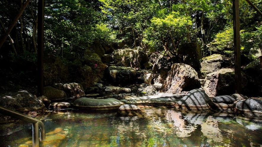 庭園風岩風呂