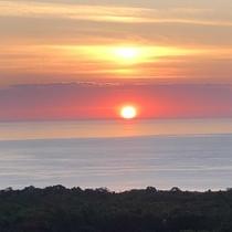 内浦湾にのぼる朝日