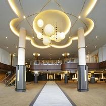 【1階ロビー】ジャパニーズ・モダン・リゾートがテーマ。