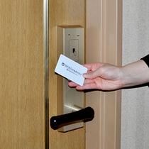 お部屋の鍵はカードキータイプです。