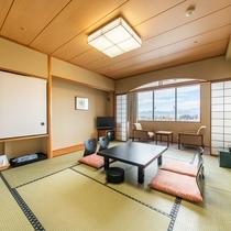 [和室]10畳の広さの和室は、ファミリーやグループ旅行におすすめです。