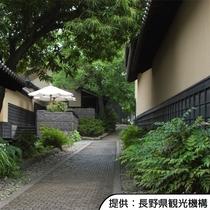 【栗の小径(こみち)】北斎館近くの風情漂う細道です。ホテルから車約50分です。