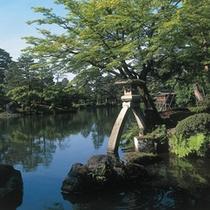 【兼六園】古都金沢の四季折々の造形美が堪能できます ※お車で約80分