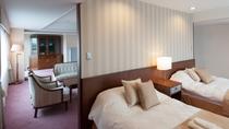 客室(スイートルーム)スタンダード洋室の約2倍の広さがある70平米の特別室*