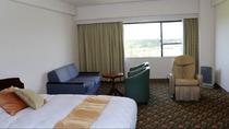 客室(ピースフルルームの一例)高層階8階フロアの禁煙室は36平米で定員2名様*
