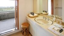客室(スイートルーム)洗面台、バス(水道水)、トイレ(温水洗浄便座)は独立型*