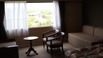 客室(眺望の一例)北向きの窓からは能登ゴルフ倶楽部*
