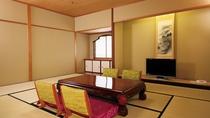 客室(和洋ロイヤルスイート)リビングルームを挟み寝室が二つ(ツインベッド+和室10畳)*