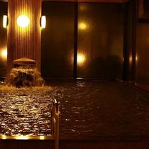 志賀の郷温泉大浴場(夜)広々とした大浴場で手足を伸ばし…旅の疲れを癒してください♪