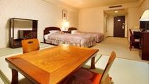 客室(和洋室の一例)スタンダード洋室に6畳間の畳敷き小上がり*