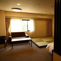 客室(スーペリアツインルーム)洗面台が2つ、バストイレ独立型の禁煙室