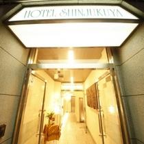 ホテル入口外観_c