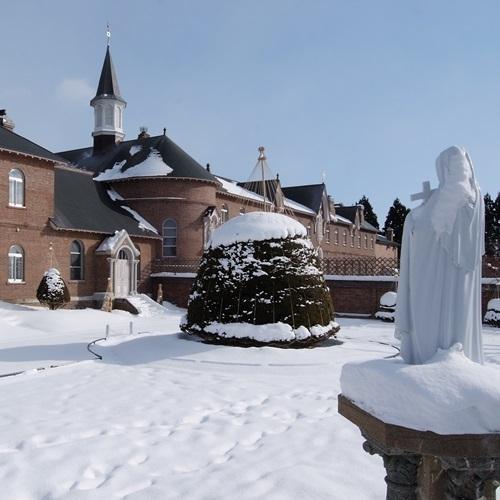 修道院(冬)
