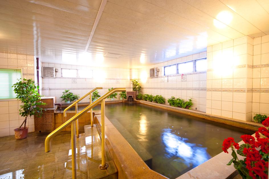 別府天然温泉 掛け流し 大浴場 (2)